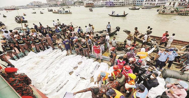 বুড়িগঙ্গায়  লঞ্চডুবিতে   মুন্সীগঞ্জে শোকের মাতম