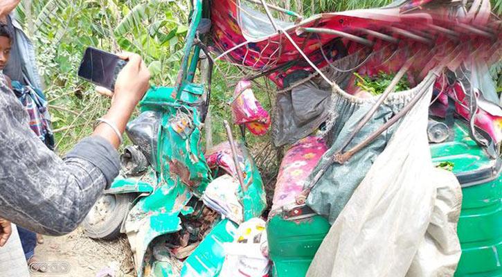 ফেনীতে পিকআপ-অটোরিকশা সংঘর্ষে ৪ জন নিহত